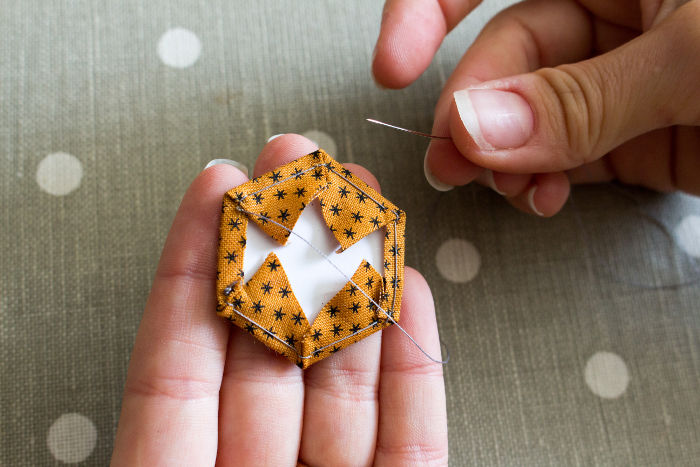 méthode anglaise: hexagone cousu - Tutoriel parfumdecouture.com
