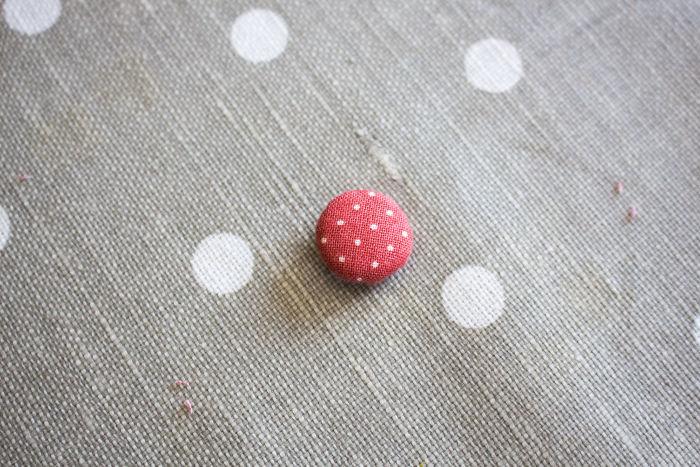 tuto recouvrir un bouton en tissu - bouton prêt à coudre - parfumdecouture.com