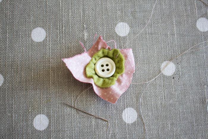 tuto recouvrir un bouton en tissu - froncez - parfumdecouture.com