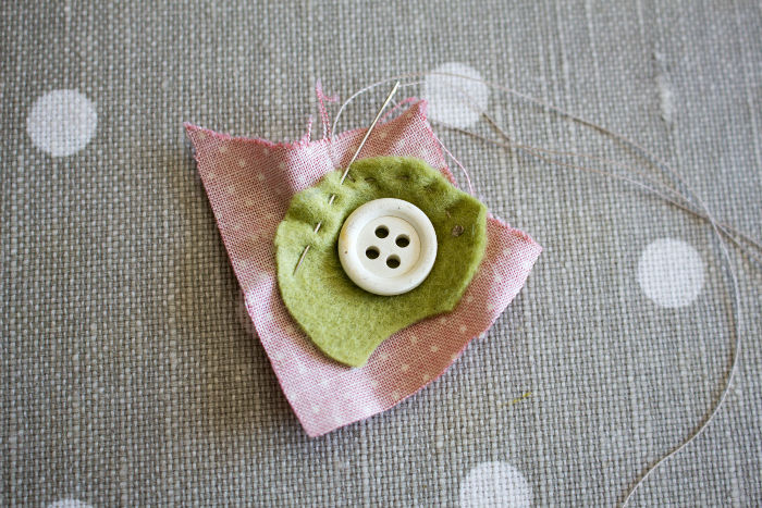 tuto recouvrir un bouton en tissu fil de fronce- parfumdecouture.com