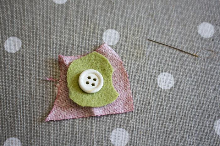 tuto recouvrir un bouton en tissu début - parfumdecouture.com