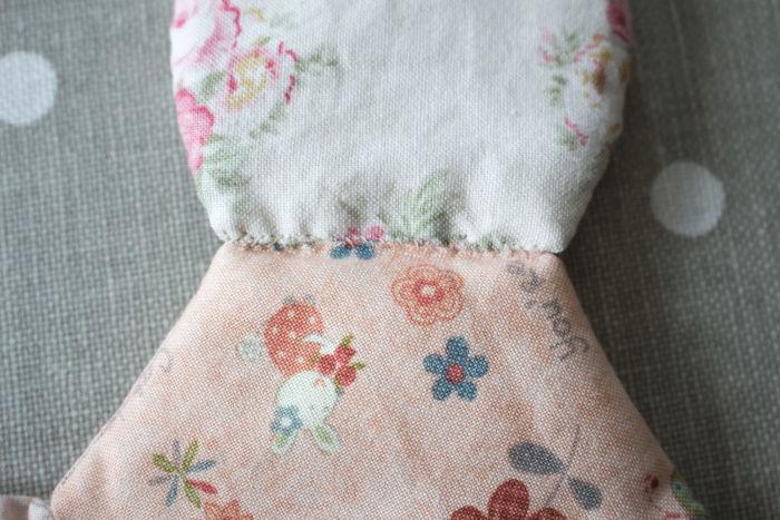 détail couture de la base de la corbeille en tissu - parfumdecouture.com