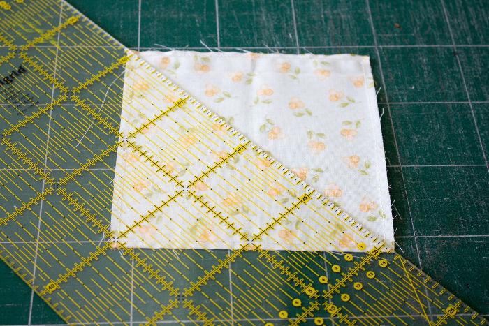 Découpez suivant la diagonale - quilt pinwheel parfumdecouture.com