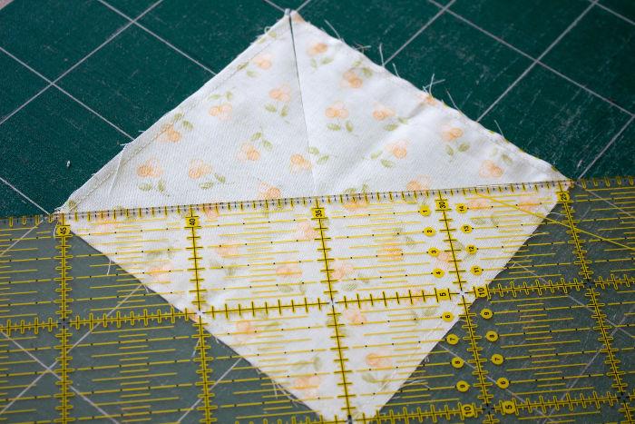 Découpez selon la 2ème diagonale - quilt pinwheel parfumdecouture.com