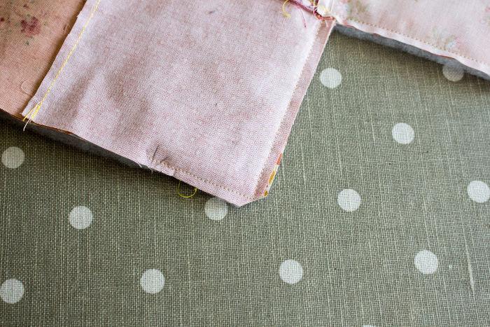 Coupez le tissu excedentaire des angles saillants- diy sac 22 carrés parfumdecouture.com