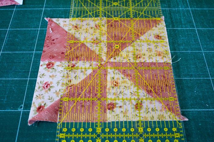 Recouper chaque bloc pinwheel - montage Quilt pinwheel parfumdecouture.com
