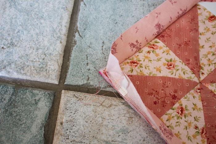 Retournez les angles - tuto poser un biais sur un quilt parfumdecouture.com