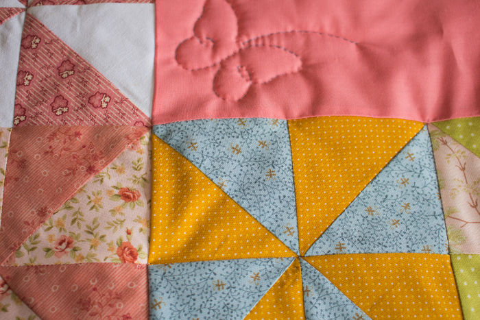 Tuto quilting par nouage résultat - montage du quilt pinwheel parfumdecouture.com