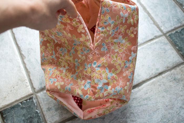 dépliez le sac pour faire la 3eme couture- diy sac 22 carrés parfumdecouture.com