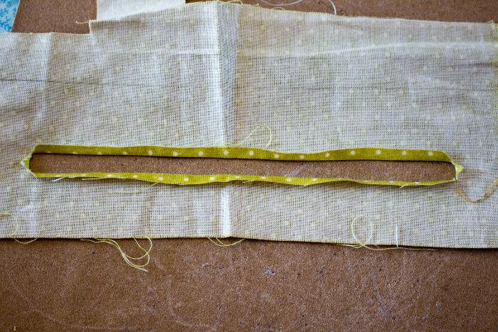 Replier le tissu our poser la fermeture éclair - Scrap quilt housse d'ipad parfumdecouture.com