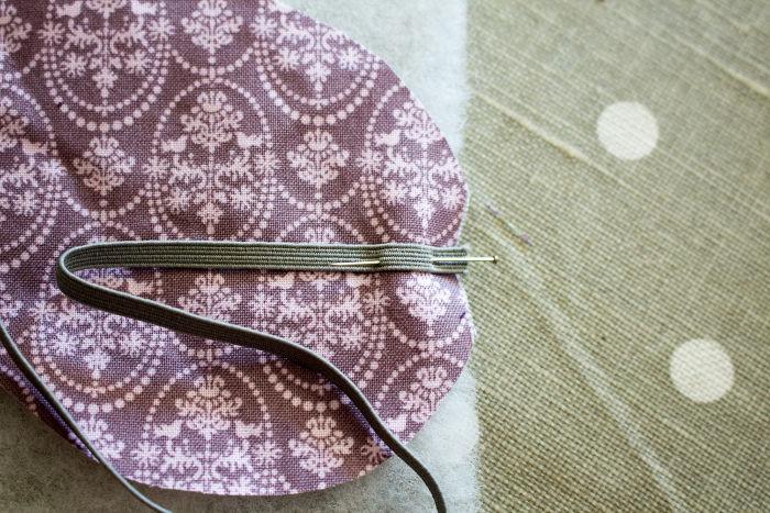 Epinglez l'élastique pour le coudre - Masque de sommeil parfumdecouture.com