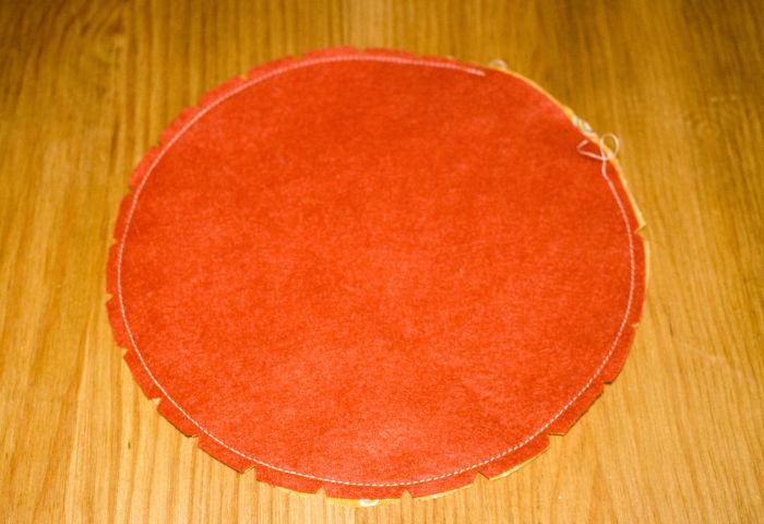 Coudre le pourtour à 0.5 cm - DIY Citrouille pique épingle parfumdecouture.com