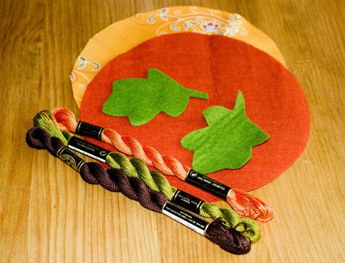Découpe des morceaux - DIY Citrouille pique épingle parfumdecouture.com