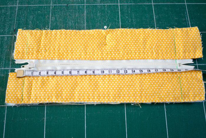 Coudre le contour de la trousse - diy trousse tricoteuse gaston le mouton parfumdecouture.com
