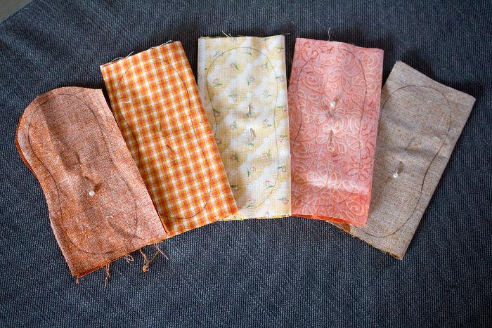 Découpe des morceaux de tissu - DIY porte clef citrouille vintage parfumdecouture.com