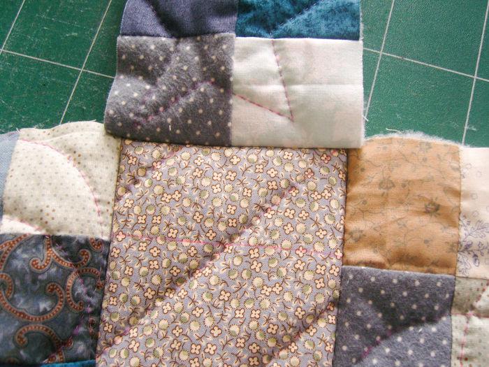 Couture des petits c^tés du sac motif petits carrés - DIY Sac motif Petits carrés patchwork parfumdecouture.com