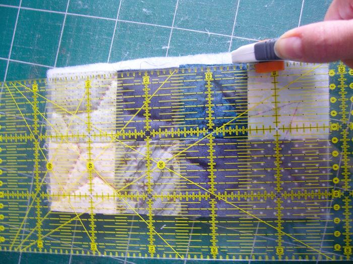 Recoupe des morceaux quiltés du sac -DIY Sac motif petits carrés patchwork parfumdecouture.com