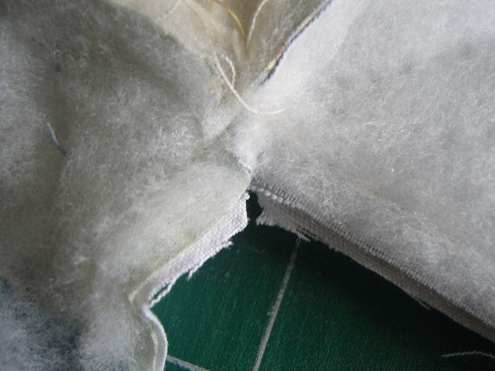 Crantez les angles aux ciseaux - DIY Sac motif petits carrés patchwork parfumdecouture.com
