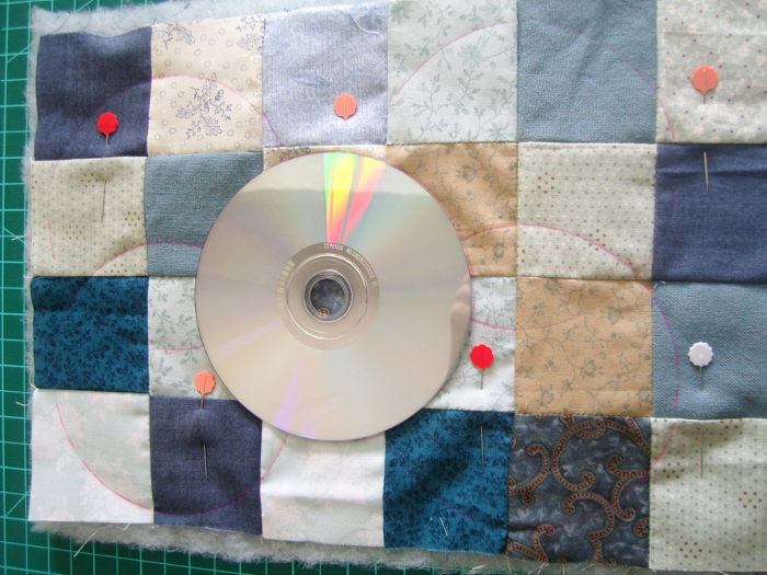 Quilting en cercles - DIY Sac motif petits carrés patchwork parfumdecouture.com