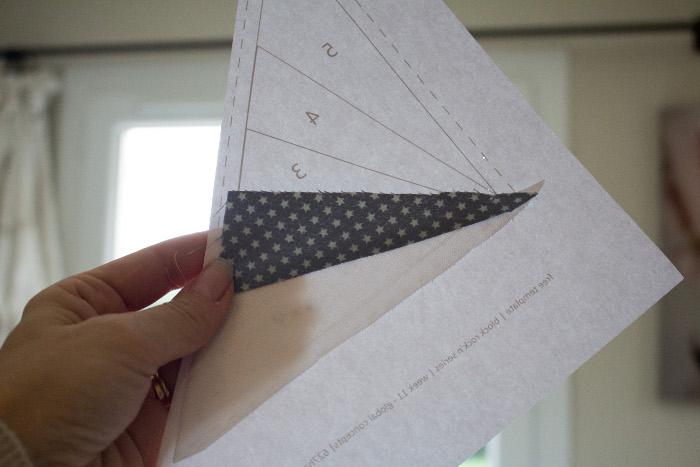 Résultat couture des 2 premiers morceaux - Technique du paper piecing ou couture sur papier parfumdecouture.com