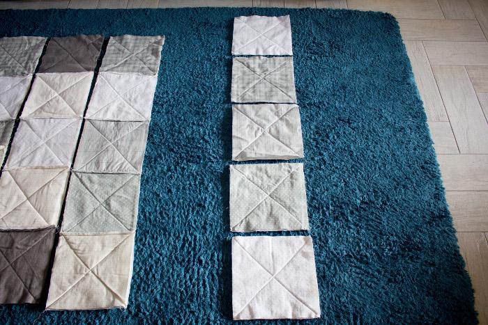 Assemblez en lignes les carrés - DIY comment faire un rag quilt parfumdecouture.com