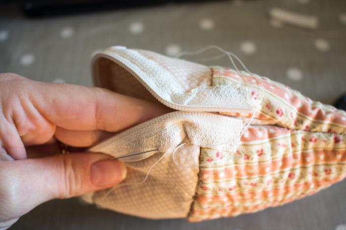 Retournez la trousse pour terminer vos coutures - Trousse cupcake parfumdecouture.com