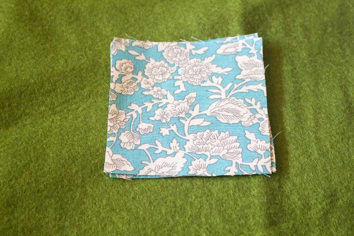 Découpe des carrés - mug rug pliage japonais parfumdecouture.com