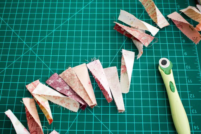 """individualiser les morceaux en coupant les fils - tutoriel Assiette de dresde ou """"dresden plate"""" parfumdecouture.com"""