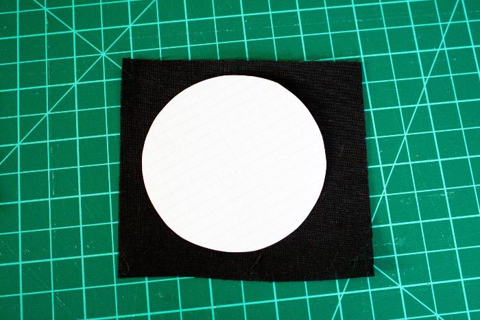 Recouvrir le cercle de tissu - diy Dresden plate quilt parfumdecouture.com