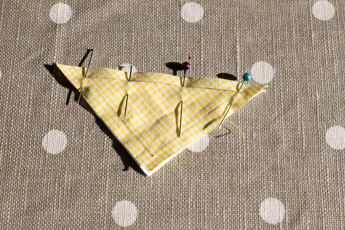 Assemblage classique des triangles bloc shoo fly - DIY rainbow quilt réversible parfumdecouture.com