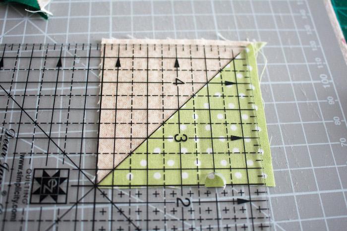 Retailler les HST -Tuto comment faire un HST = carré composé de 2 triangles parfumdecouture.com