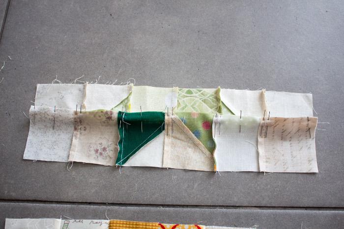 Les 2 1ères lignes prêtes à coudre - tuto du bloc ananas parfumdecouture.com