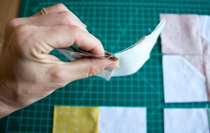 Nesting des coutures intermédiaires - DIY comment faire un bloc Bow Tie parfumdecouture.com