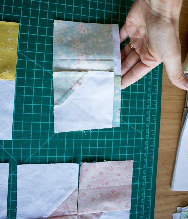 Nesting des coutures - DIY comment faire un bloc Bow Tie parfumdecouture.com