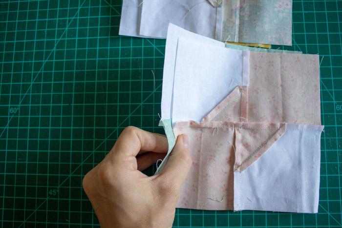 Assemblage des sous unités terminées - DIY comment faire un bloc Bow Tie parfumdecouture.com