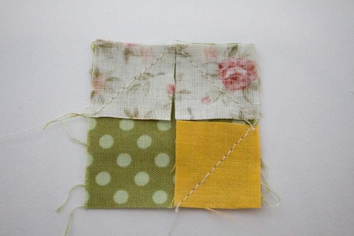 Détail couture bloc fleur miniature - DIY sac de rentrée parfumdecouture.com