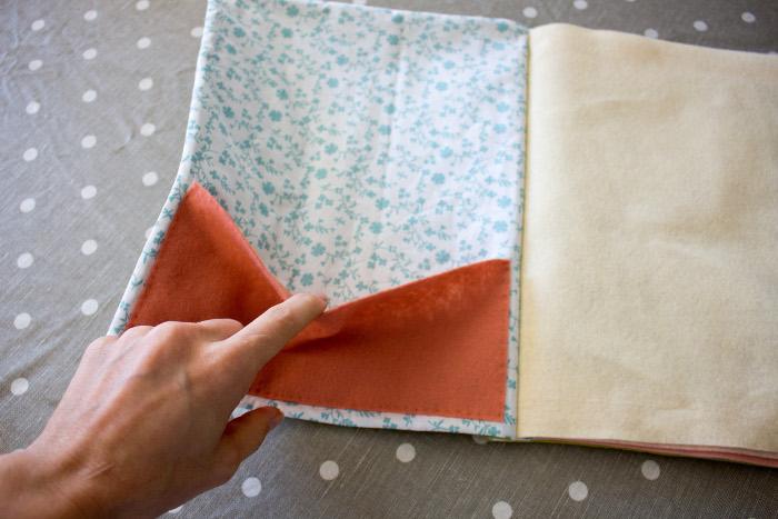 Couture de la poche intérieure en feutrine - DIY cahier de composition parfumdecouture.com