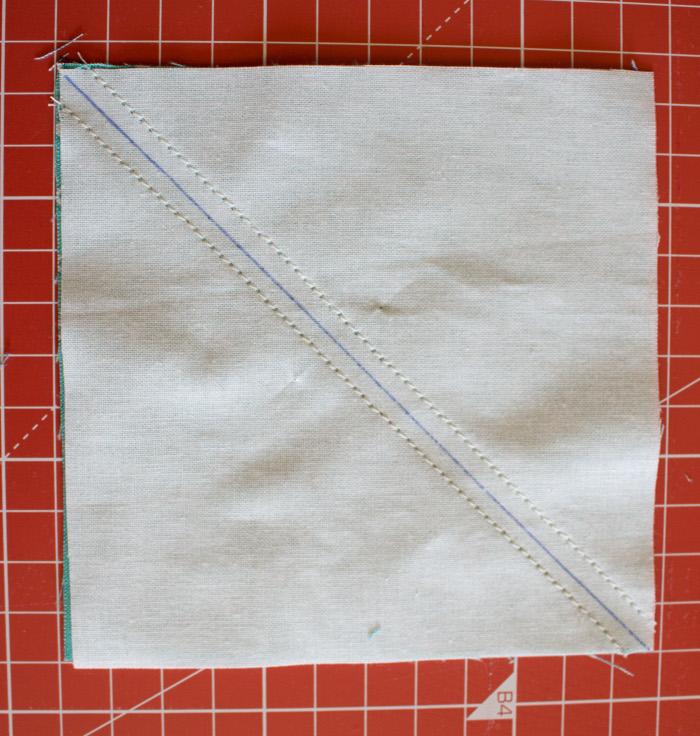 Couture le long de la diagonale - Bloc patte d'ours un DIY facile parfumdecouture.com