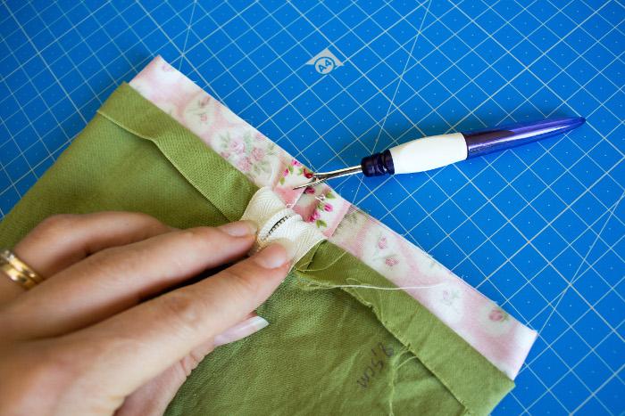 cachez les coutures intérieures - tuto comment faire une trousse plate site parfumdecouture.com
