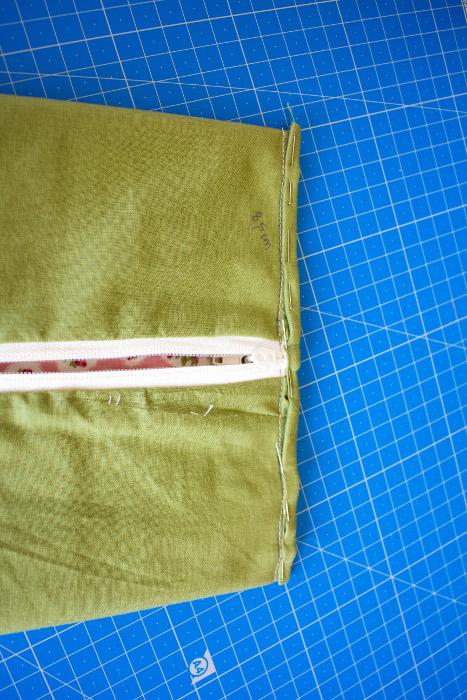 coutures invisibles intérieures - tuto comment faire une trousse plate site parfumdecouture.com