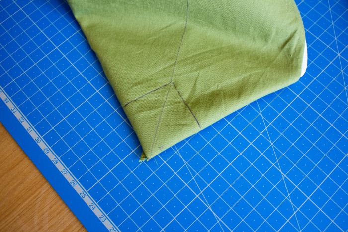 angles de la trousse 2ème étape - tuto comment faire une trousse plate site parfumdecouture.com
