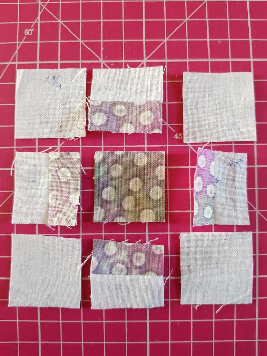 Couture des rectangles de tissu à 1/8 inches. Tuto coudre un bloc plus + mini. Site parfumdecouture.com
