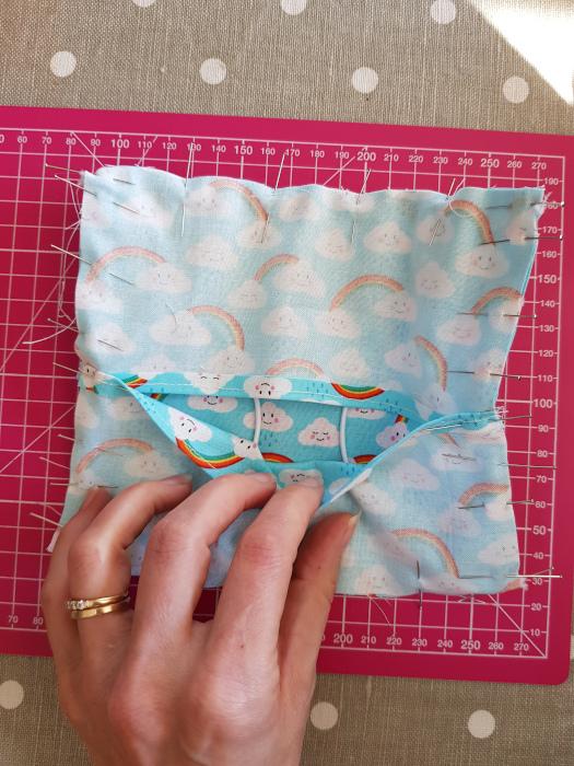 Couture du contour du masque lavable - DIY masque lavable de protection site parfumdecouture.com